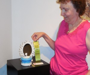 Cheryl Beldin took a clever variation on the theme in her ceramic, Paws and Reflect