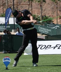 Canadian Jeff Gavin wins Senior Division title with huge 384 yard drive. Photo by Lou Martin.