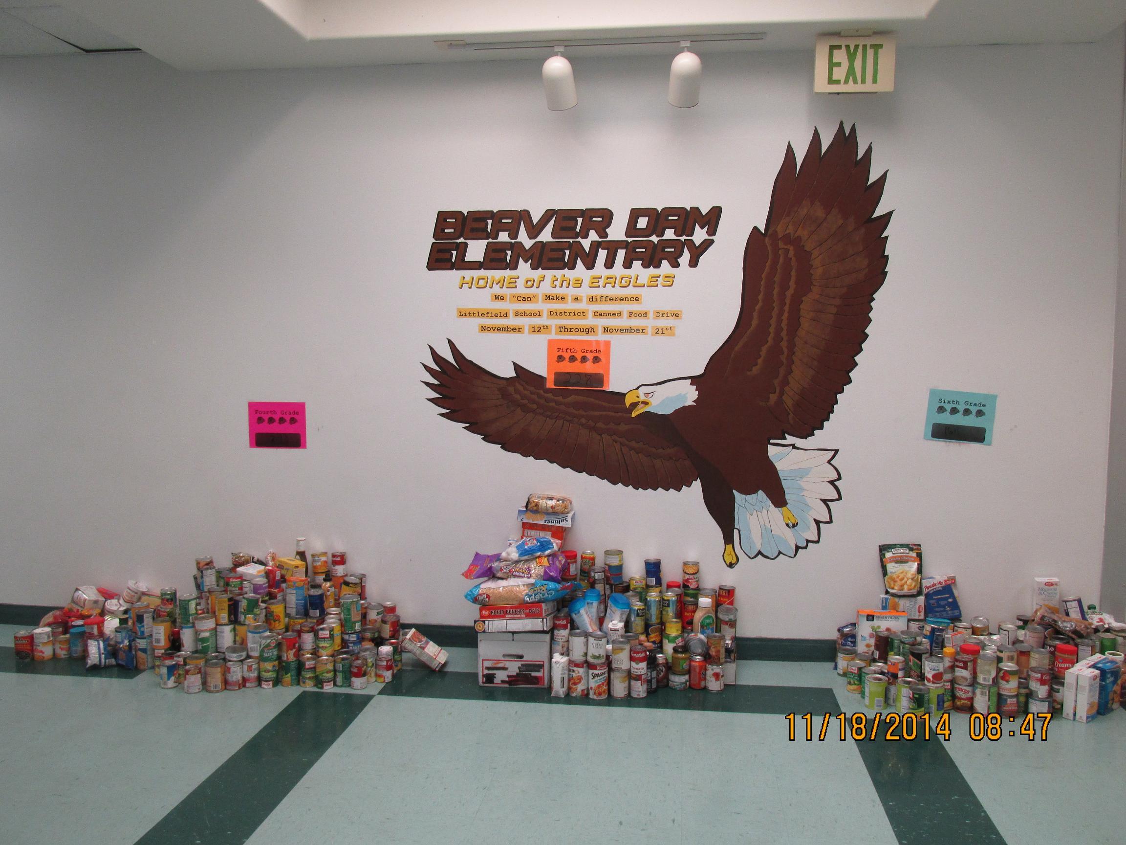 Beaver Dam Elementary School Gathers Food