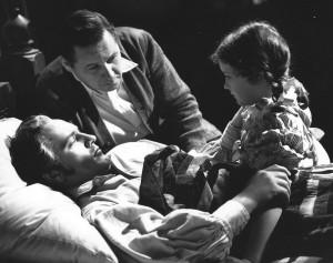 Les Miserables director Richard Boleslawski looks on at Fredric March and Marilyn Knowlden  playing Little Cosette - Twentieth Century Fox