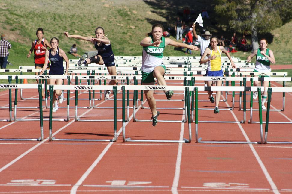 Bulldog boy and girl's track team's finish strong in Early Bird Meet