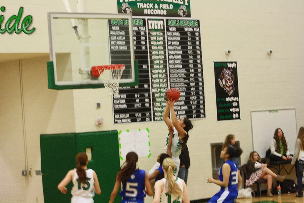 Lady Dawgs hold off Mountain Lions for 52-50 win in B.I.T. opener