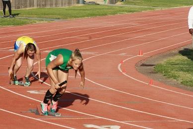 Barnum and Bingham lead Lady Bulldog track team at Grant Bushman Invitational