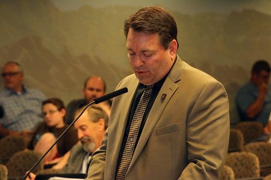 Union, city take contract fight public