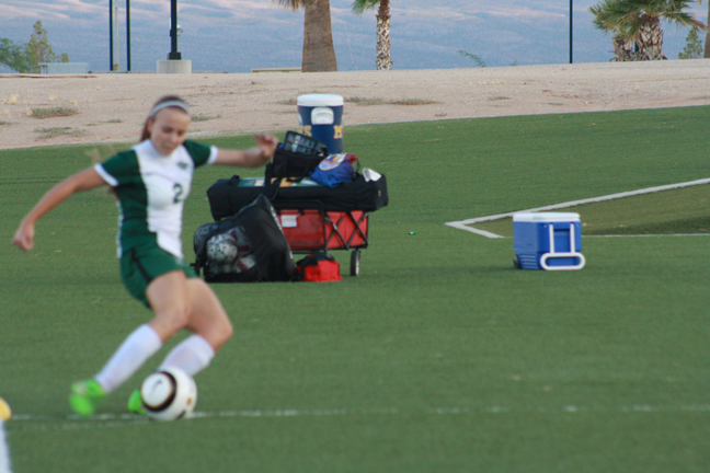 Lady Dawg Soccer fall to Roadrunners 4-2