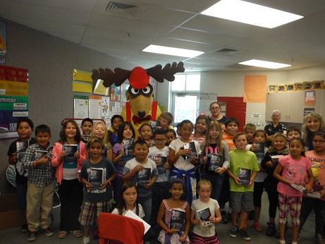 Mesquite Elks Lodge #2811 delivers dictionaries to area schools
