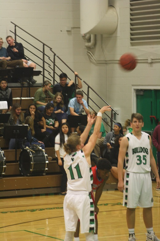 Bulldogs defeat Warriors 57-54 in 3A playoff opener