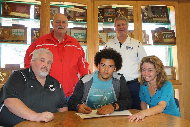 Chase Henderson signs 'Letter of Intent' to Eastern Arizona College