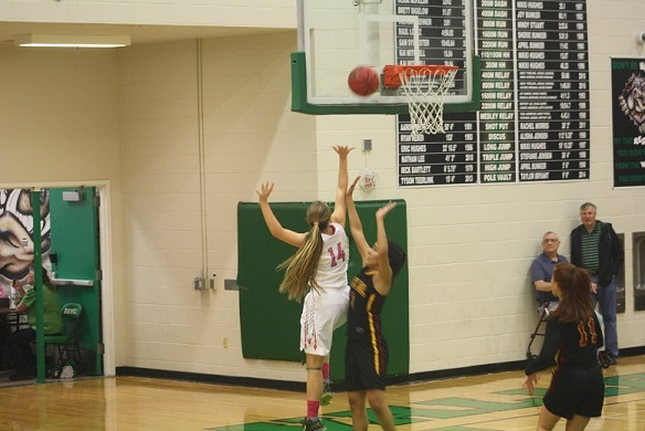 Lady Bulldogs finish 10-0 roll over Dragons and Roadrunners
