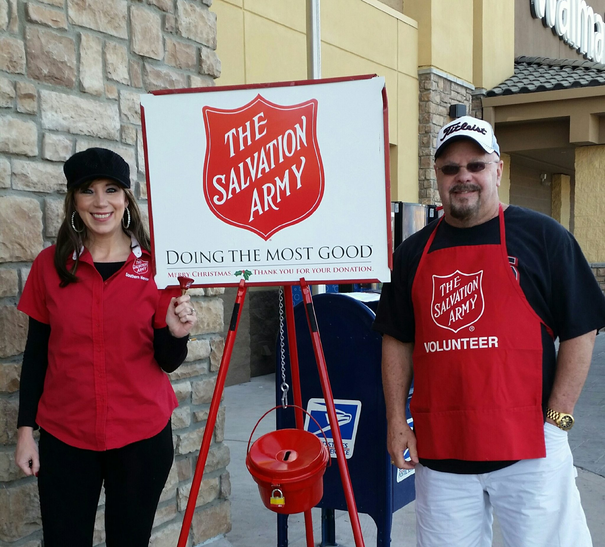 Red kettles and bell ringers