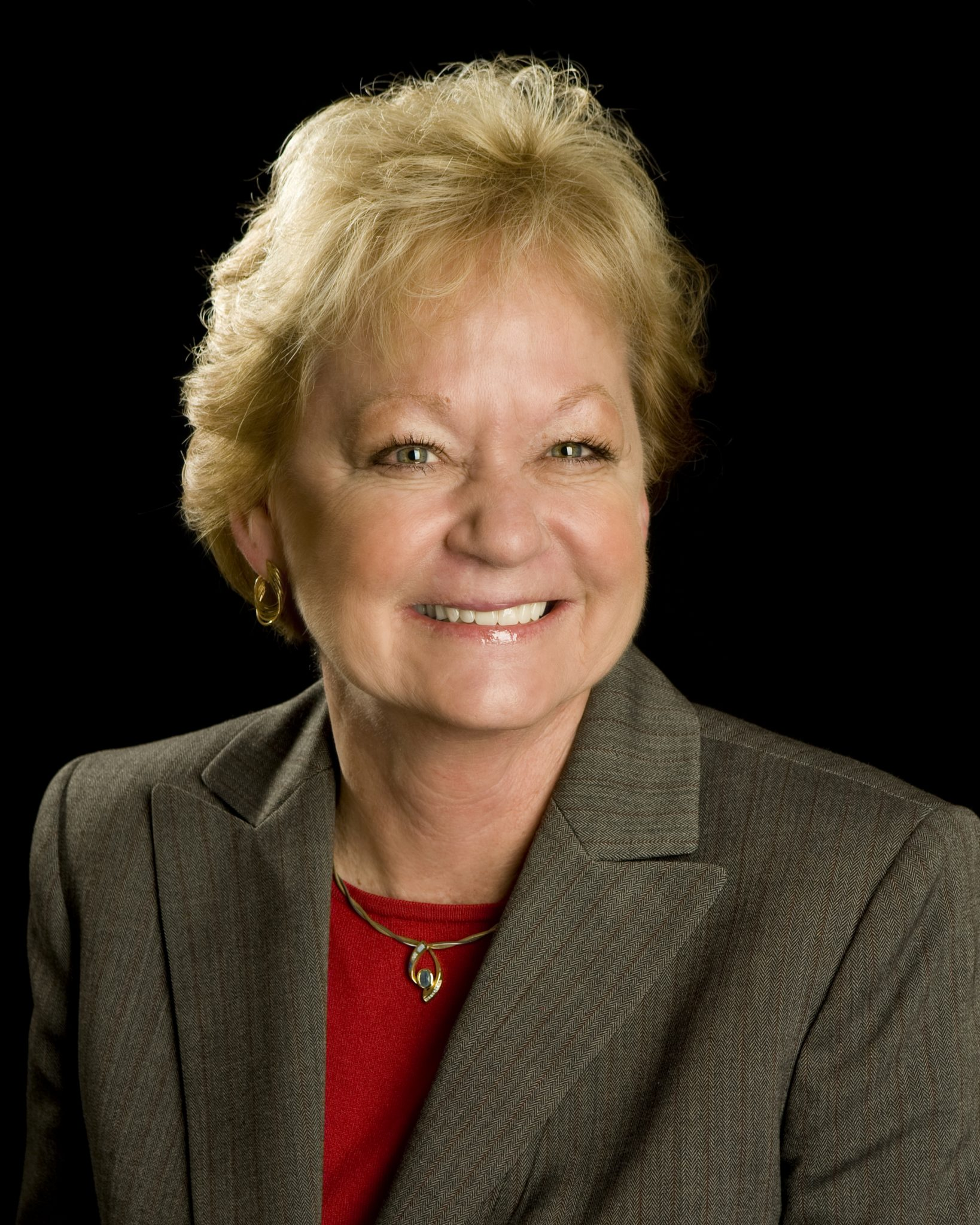 MESA VIEW REGIONAL HOSPITAL'S PATTY HOLDEN ANNOUNCES RETIREMENT, NEW CEO APPOINT